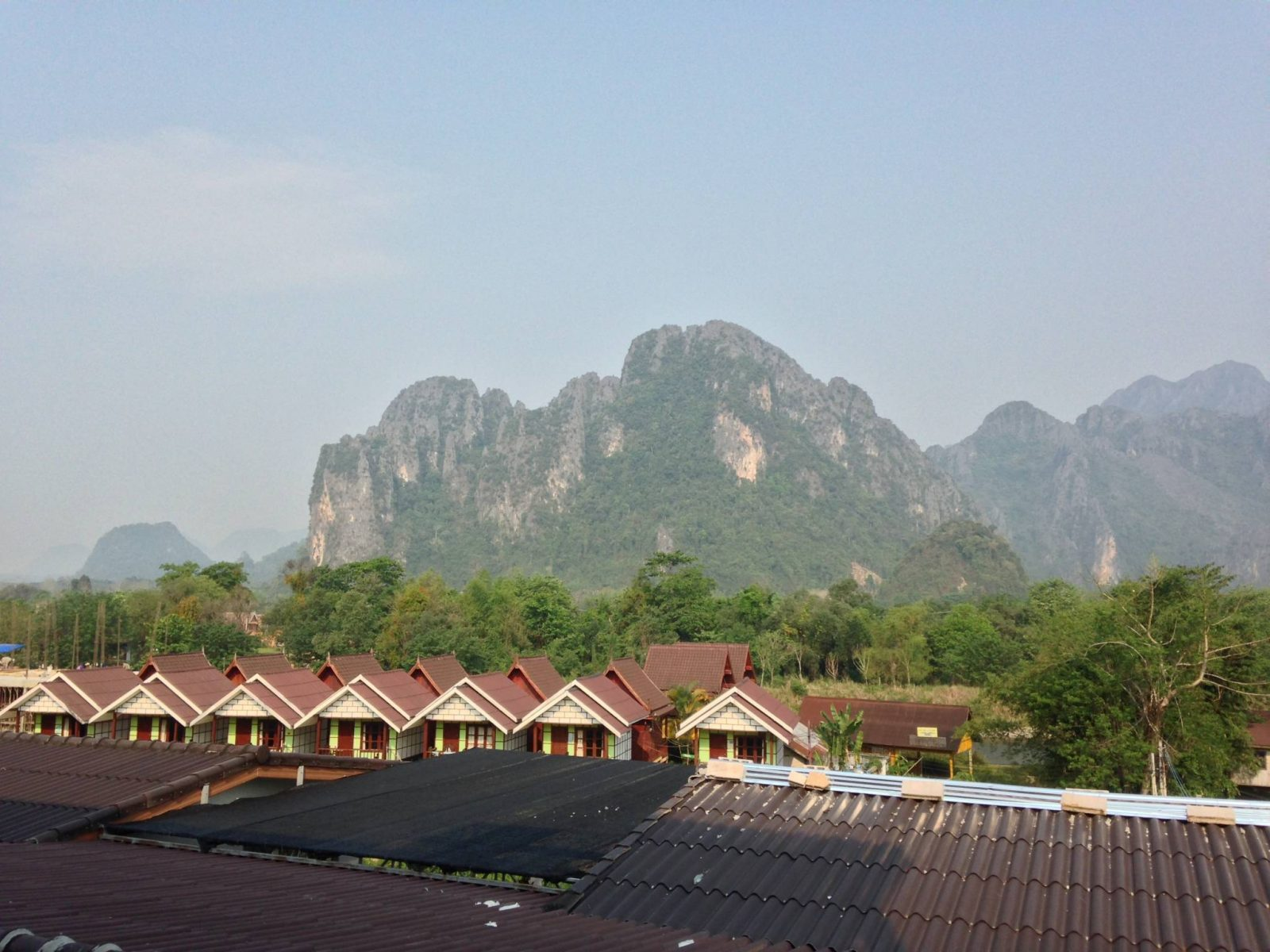 Flowing weekend tubing in vang vieng flowing firm for Domon river guesthouse vang vieng
